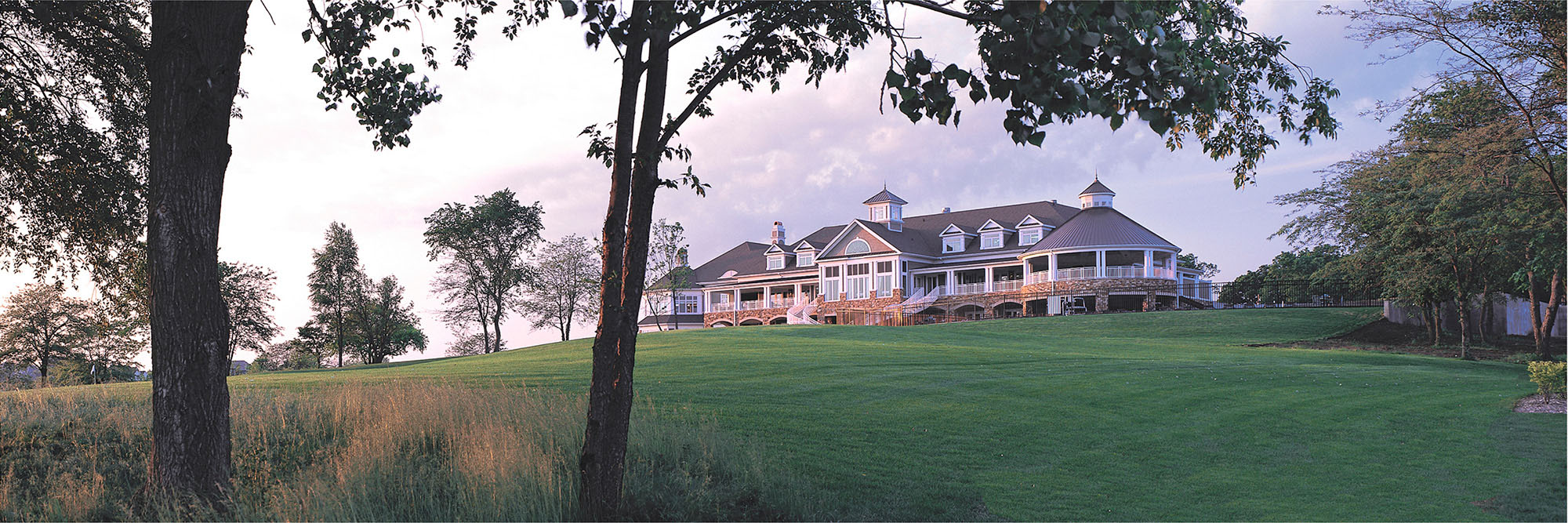Golf Course Image - Glen Oaks Clubhouse