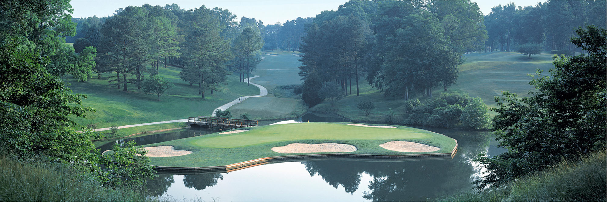 Golf Course Image - Golden Horseshoe No. 16