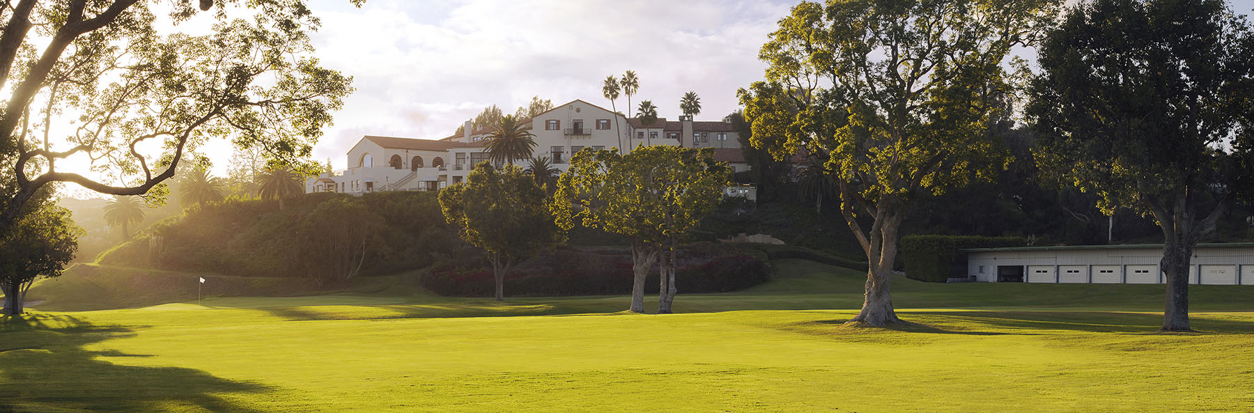 Golf Course Image - Riviera Country Club Clubhouse
