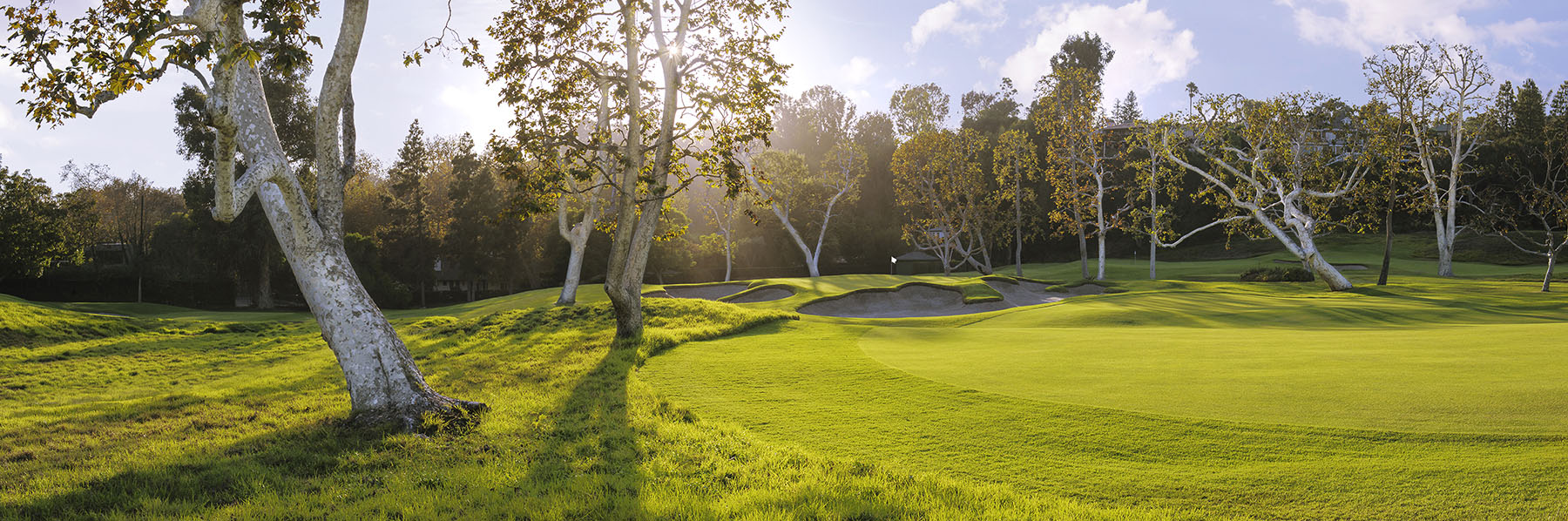 Golf Course Image - Riviera Country Club No. 16