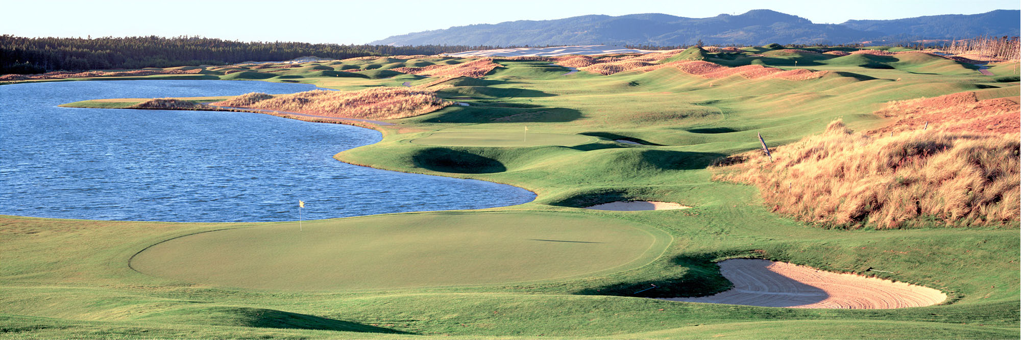 Golf Course Image - Sandpines No. 18